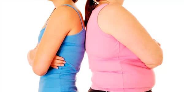Mujer esbelta y mujer con sobrepeso